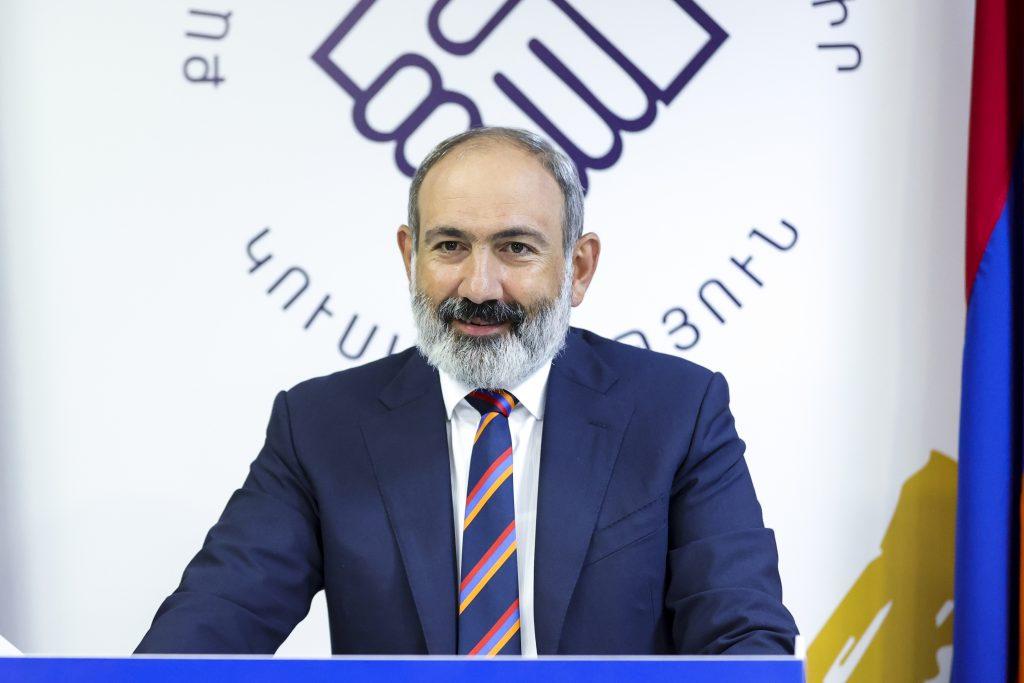 Arménska revolúcia má za sebou kľúčové voľby. Jej líder je už lojálny Rusku