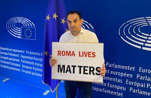 Pollák chce pre smrť rómskeho recidivistu konať v Bruseli. Vraj šlo o zásah ako pri Floydovi