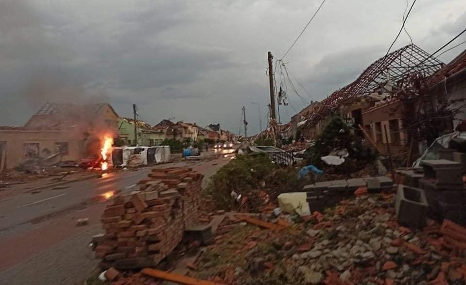 Tornádo v Česku spustošilo 7 dedín. Potvrdili prvé obete, zasahujú aj slovenské tímy