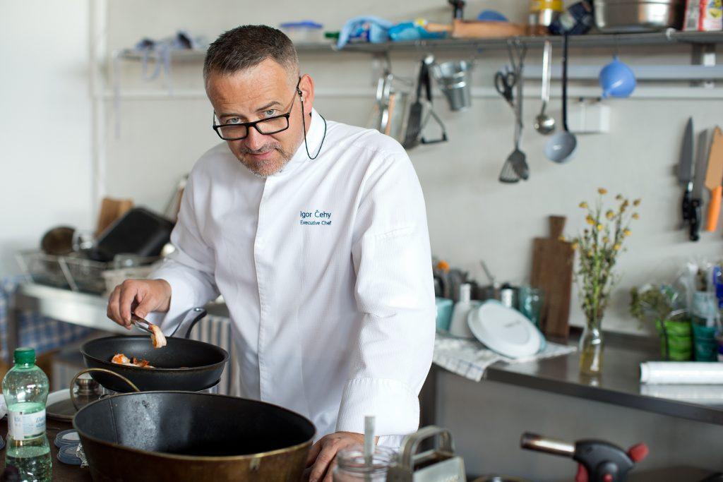 Kuchár roka Igor Čehy: Korona ma spojila s farmármi. Dobrý šéfkuchár má variť z poctivých lokálnych surovín