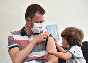 Utajovaná správa dňa: S očkovaním sme na tom dobre. A prečo myslia nezaočkovaní inak