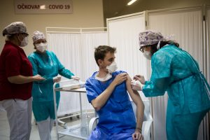 A súťaž o Antivaxera roka vyhráva… vakcinačný osvietenec