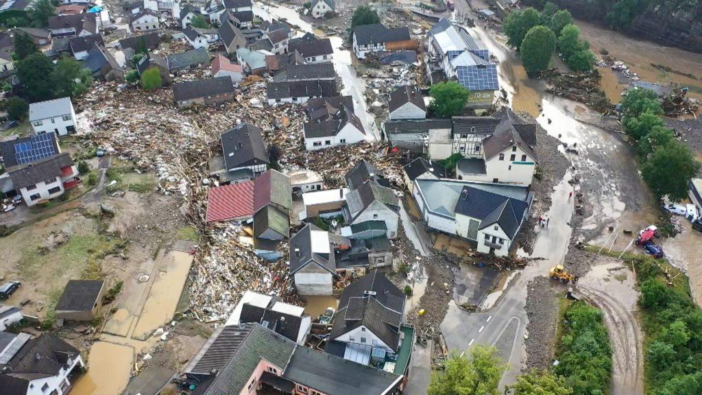 Katastrofické záplavy v Nemecku: O život prišli desiatky ľudí, Merkelová je v šoku, vláda povolala armádu