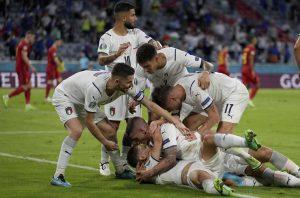 Taliani a Španieli sú v semifinále. Pridajú sa dnes Česi a Angličania?