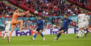 Taliansko porazilo Španielsko v rozstrele, postúpilo do finále