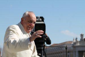 Pápež je aktívny aj cez dovolenku. Myslí na chorých a trpiacich