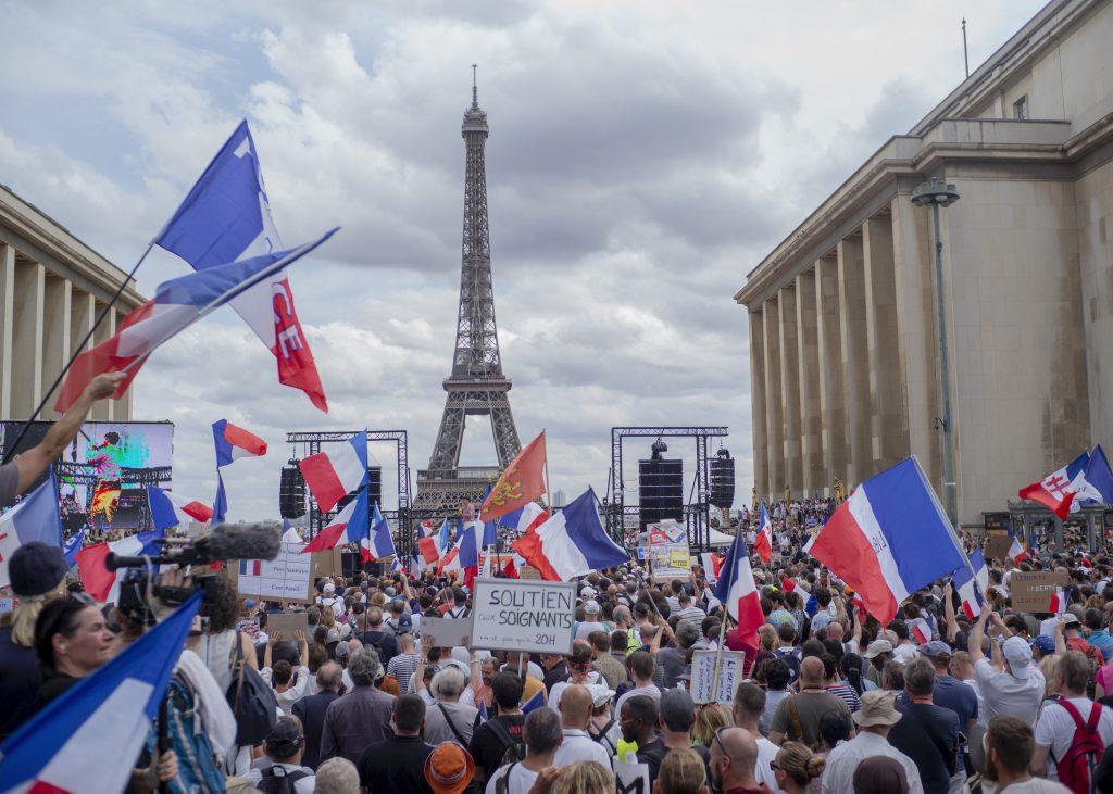 Davy ľudí, vodné delá. Európou sa prehnali protesty proti opatreniam a obmedzovaniu neočkovaných