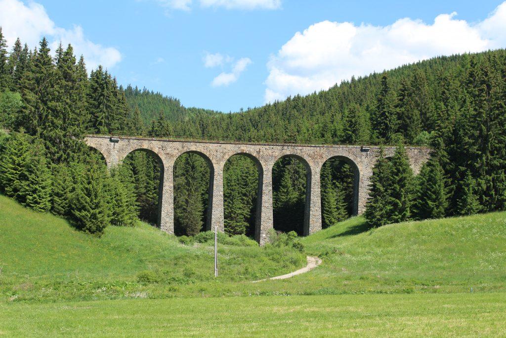 Telgártska slučka je skvostom slovenských železníc a jej výstavba nesie pútavé príbehy