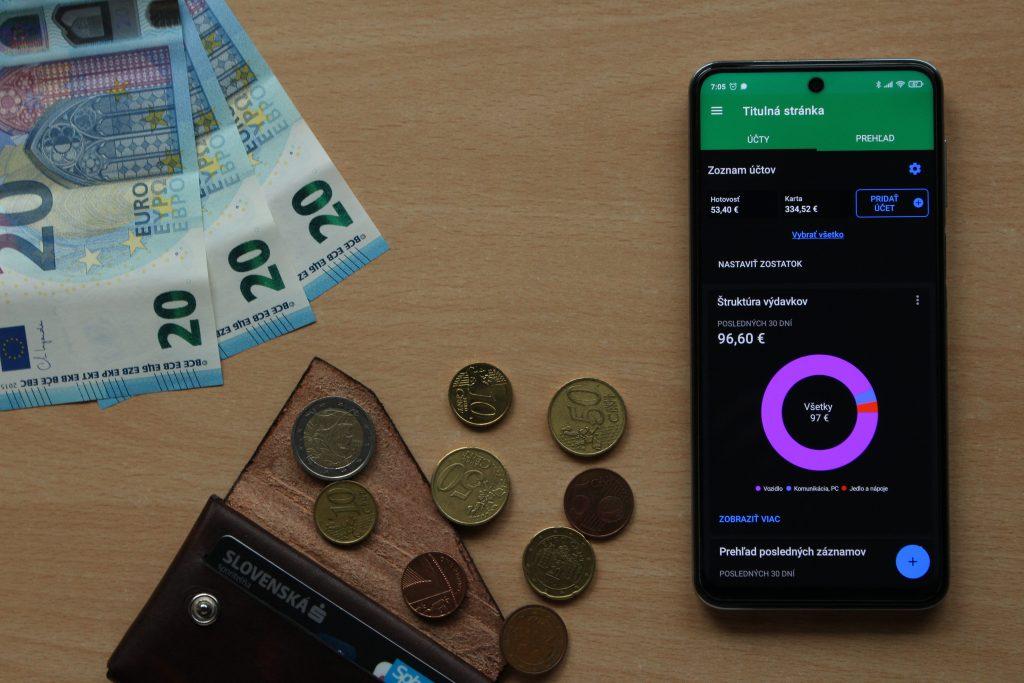 Chcete mať väčší prehľad o svojich financiách? Príjmy a výdavky môžete sledovať aj pomocou smartfónu
