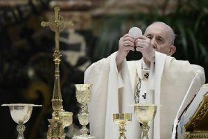 Pápež sprísňuje slávenie latinskej omše, nesmie byť vo farskom kostole