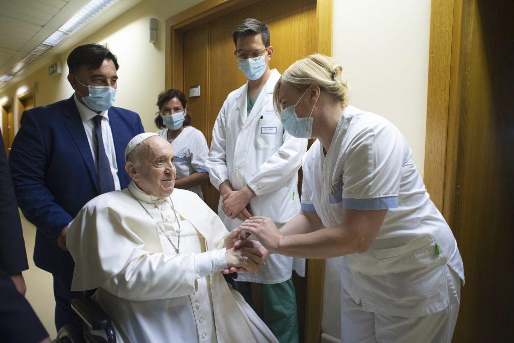 Pápežov stav sa zlepšuje. Túži po ceste do Severnej Kórey, v novembri chce ísť na klimatickú konferenciu