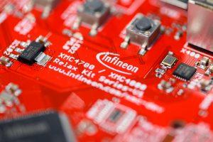 Celosvetový nedostatok čipov: Do obnovenia priemyslu pôjdu miliardy dolárov, pribúdajú fabriky