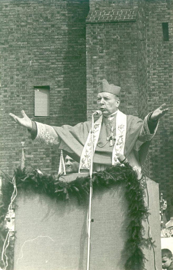 Kardinál, ktorému pobozkal prsteň pápež 2