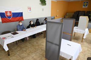 Novela volebného zákona: Cieľom nie je  znemožniť právo voliť nezaočkovaným, vraví ústavný právnik