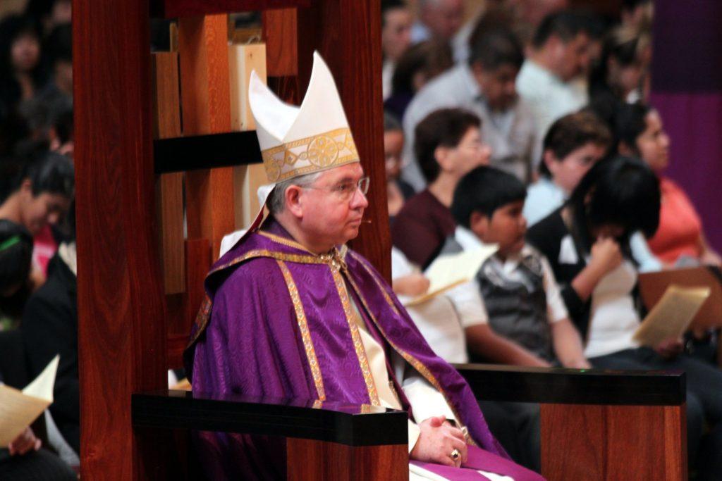 Tajomník biskupov USA končí, bol na gay zoznamke. James Martin ho bráni
