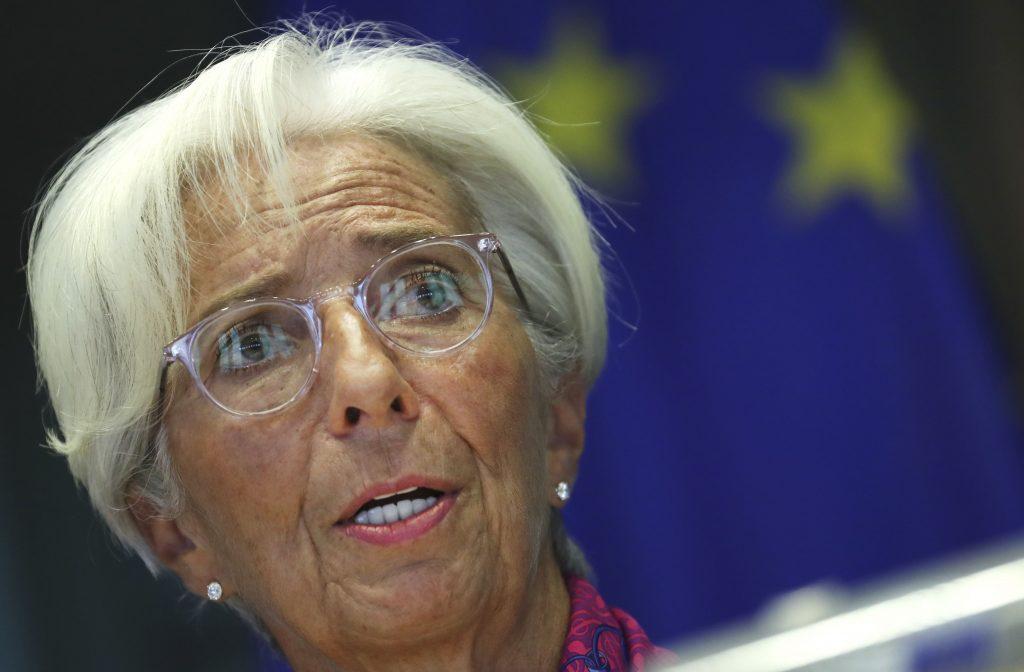 Euro má problém. Peňazí sa tlačí priveľa