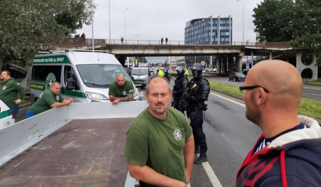 Protest proti očkovaniu v Bratislave: Polícia zastavila kotlebovcov