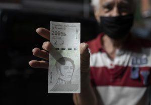 Spozornime. Peniaze vo Venezuele absolútne strácajú hodnotu, nie tak dávno sme to mali aj v Európe