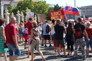 Štvrtok v Bratislave v znamení protestov. Vallo požiadal o ochranu mesta