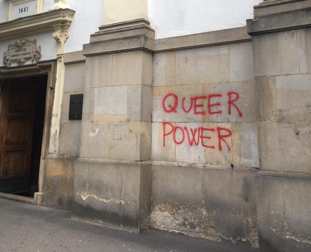 Nemalé škody, obnova bude náročná, hovorí o vandalizme v Bratislave arcidiecéza. Reagujú aj politici