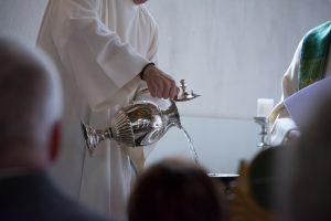 Ako sme žili: Krstom získalo dieťa ďalších rodičov, oni sami kmotrovcov
