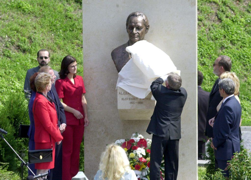 Dubček bol viac zarytý komunista ako významný Slovák. Neglorifikujme ho