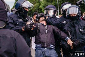 Škandalózne policajné násilie v Berlíne
