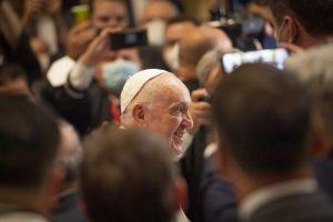 Pápež jezuitom: Homosexuálny pár môžeme pastoračne sprevádzať, ale gender ideológia je nebezpečná