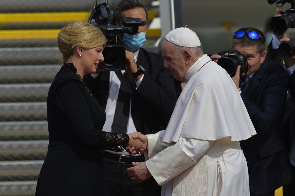 Pápež sa na bratislavskom letisku rozlúčil so Slovenskom a odcestoval do Ríma