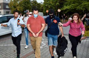 Trojicu vyšetrovateľov NAKA a šéfa policajnej inšpekcie súd poslal do väzby