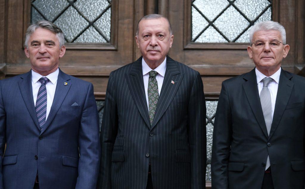 V Srebrenici je už trestné popierať genocídu. Mesto navštívil Erdogan