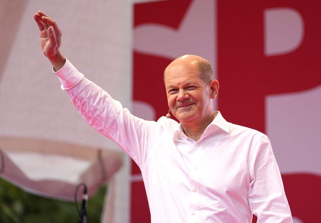V Nemecku vedie Scholz, ale kancelárom chce byť aj Laschet z CDU