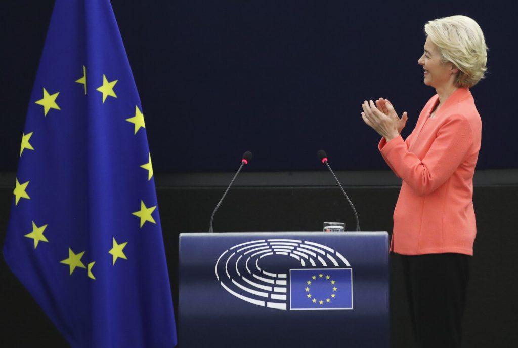 EÚ je podľa šéfky eurokomisie lídrom a treba ju ďalej centralizovať. Pritom geopoliticky prehráva
