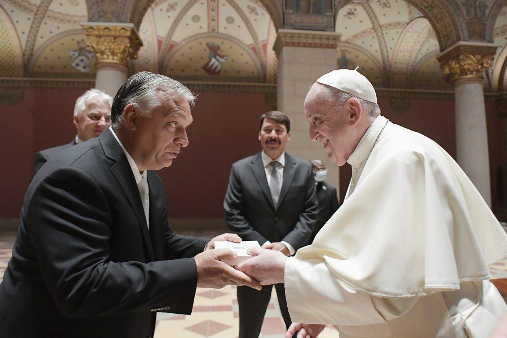 Orbán pápeža poprosil, aby nedopustil stratu kresťanského Maďarska