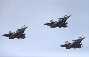 Francúzsko utužuje partnerstvo s Gréckom. Napráva si chuť po krachu zbrojného obchodu s ponorkami