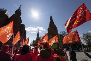 Ruskí komunisti chceli napadnúť výsledky volieb. Ich právnikov zrazu obkľúčila polícia