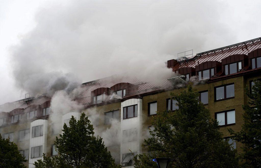 Explózia v migrantskej štvrti Göteborgu zranila 25 ľudí. Plyn to nebol, tvrdia hasiči