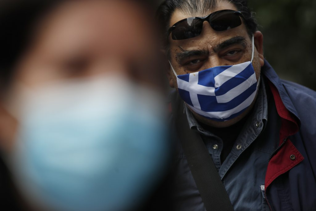 Grécki zdravotníci sa musia povinne očkovať. Tisícky už prišli o prácu. Ako to bude u nás?