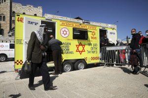 Pozrite sa na Izrael. Takto je to s úmrtiami očkovaných na covid