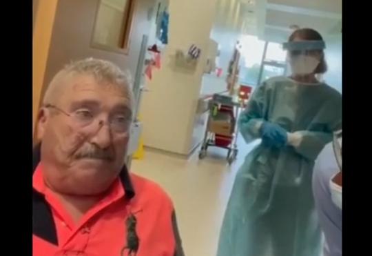 Chorého Íra mali zachrániť znemocnice antivaxeri, krátko nato sa tam vrátil v ešte horšom stave