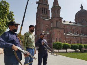 V pakistanských kostoloch sprísňujú bezpečnostné opatrenia. Kresťania sa po návrate Talibanu boja útokov