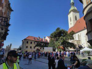 Pápež vraví: Ešte žijem. Krátka reportáž z duchovného virvaru v centre Bratislavy