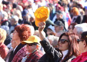 Tisíce ľudí protestovali proti vláde. Fico to robí na úkor vlastných voličov, znie z koalície