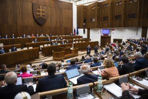 Otvorený list poslancom parlamentu: Nepodľahnite manipulatívnej kampani a podporte matky v ťažkej situácii