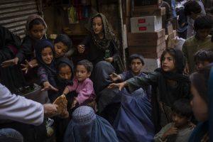 Za chlieb lopata do ruky. Taliban ponúka nezamestnaným jedlo výmenou za prácu