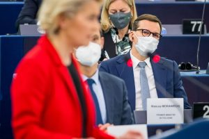 Poľský premiér: EÚ hrozí, že sa zo slobodnej federácie zmení na centrálne riadený súbor provincií
