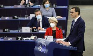 Europarlament opäť vyhrešil Poľsko. Spochybňuje poľský súd a viní ho z ohrozovania jednoty Únie