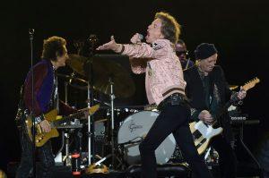 Rolling Stones stiahli z turné skladbu Brown Sugar, podľa kritikov oslavuje otroctvo