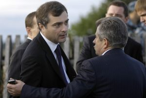 Straší koncom parlamentarizmu a ľudoprázdnou demokraciou, ale Surkova sa oplatí čítať