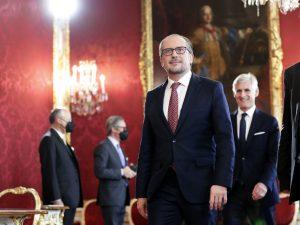 Rakúsko má nového kancelára. Rád škrtí draka